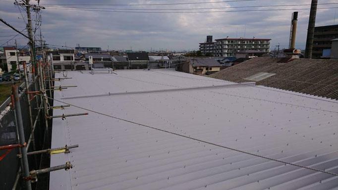 折半屋根に熱交換塗料塗布