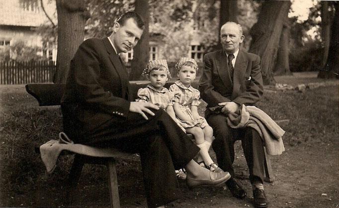 Eberhard, Eva Maria, Silvie und Artur (Opa) in Hildesheim 1957