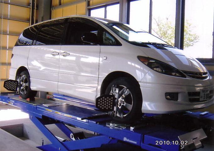カトウ自動車の工場での作業3