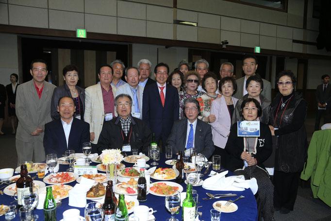 2013年度 道庁主催歓迎会にて洪準杓知事と。