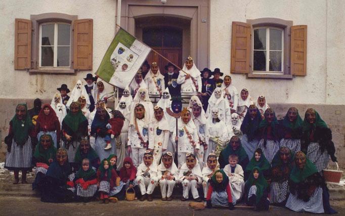 Zunft etwa 1978 mit neuer Fahne