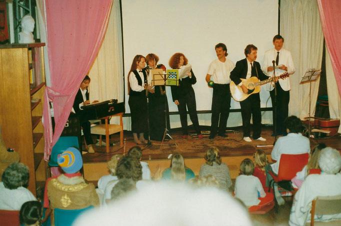 1988 ; (L-R ) Paul Wyld, Raine Eastman-Gannett, Lorraine Woods, Kris Wyls, Rod Tyson, George & John Borthwick..Photo taken by Anthony Zois.