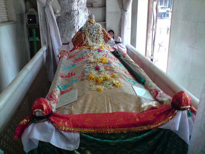Babajan's Shrine, Pune, India : photo courtesy of Saumitra Sahai