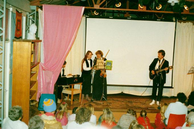 1988 ; (L-R ) Paul Wyld, Raine Eastman-Gannett, Lorraine Brown & George.  Photo taken by Anthony Zois.