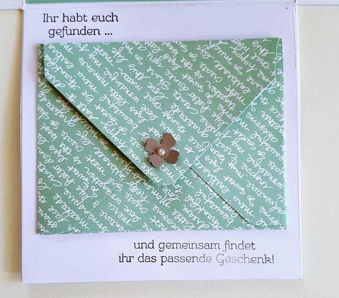 Den Umschlag habe ich mit dem Envelope Punchboard erstellt.