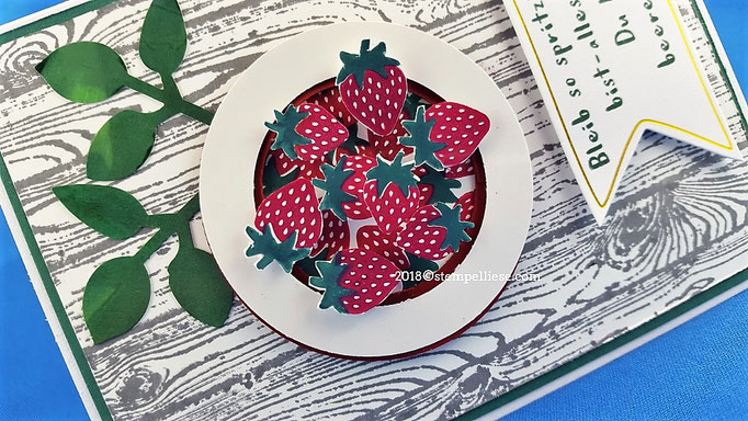 Die Erdbeere bekommt den 3D Effekt durch Abstandspads