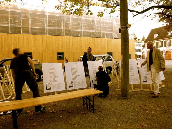 Demontage der restlichen Plakate