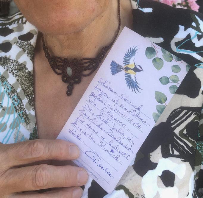 Eine glückliche Filigarna-Kundin schreibt: Schönen Schmuck tragen ist ein Lebensgefühl - übermittelt von Filigarna. Ein herzliches Dankeschön für deine so liebevoll kreierten Schmuckstücke! Gisela