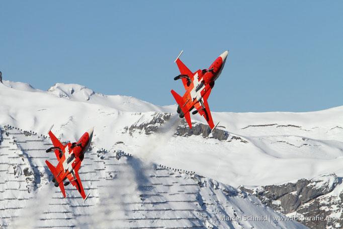 Patrouille Suisse anlässlich der Lauberhornabfahrt 2012 im Berner Oberland