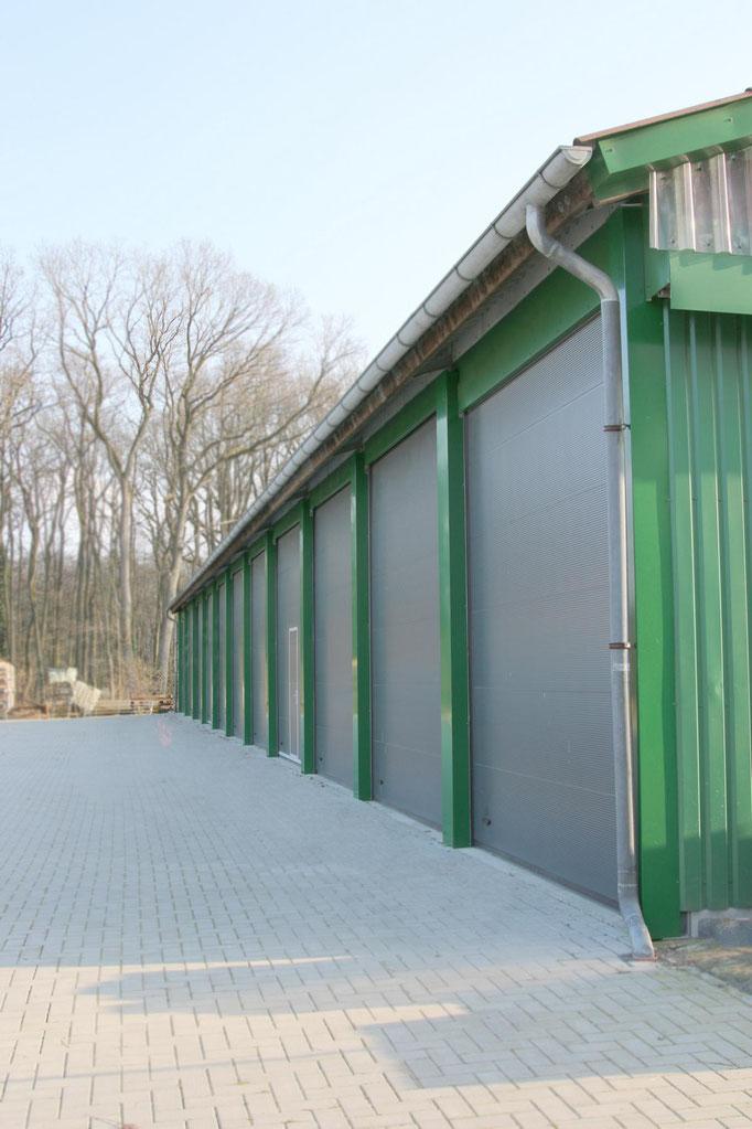 Halle oder auf unseren befestigten Freiflächen