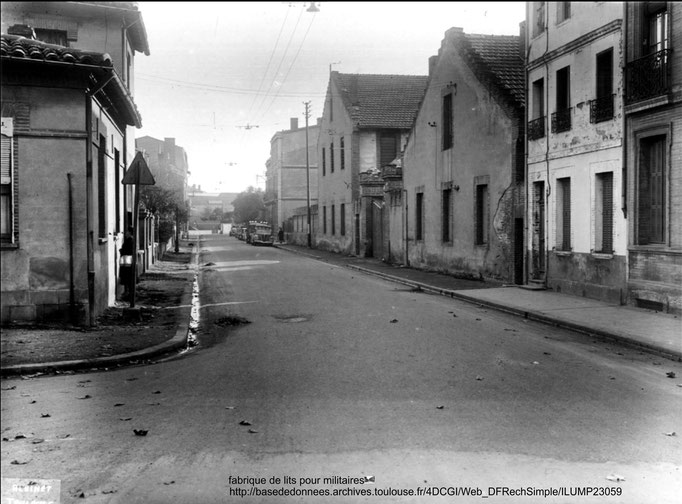 rue des Chalets, presque sur le bd près du canal : fabrique de lits militaires (à la place du collège actuel)