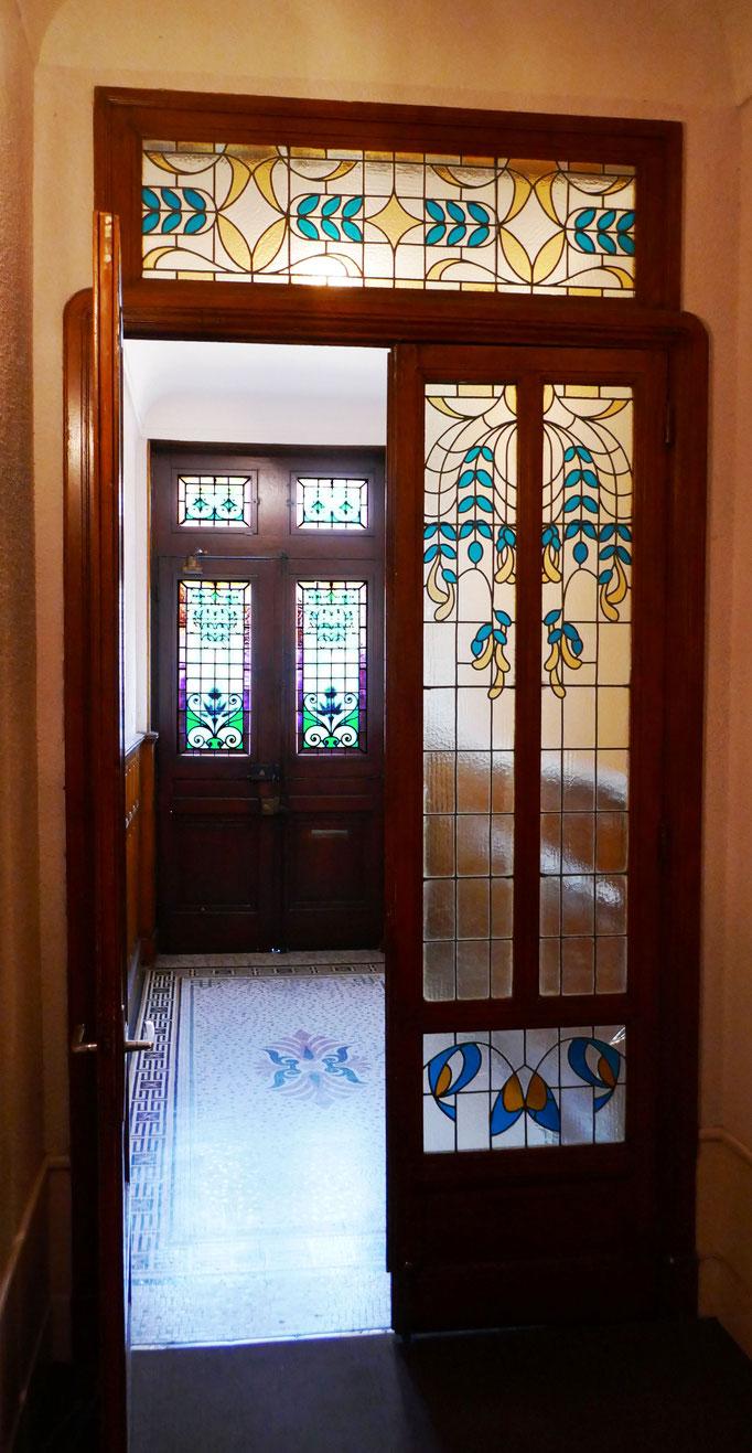 Rue des Chalets : deux portes successives en entrant. Architecte Cournac, début 20ème.