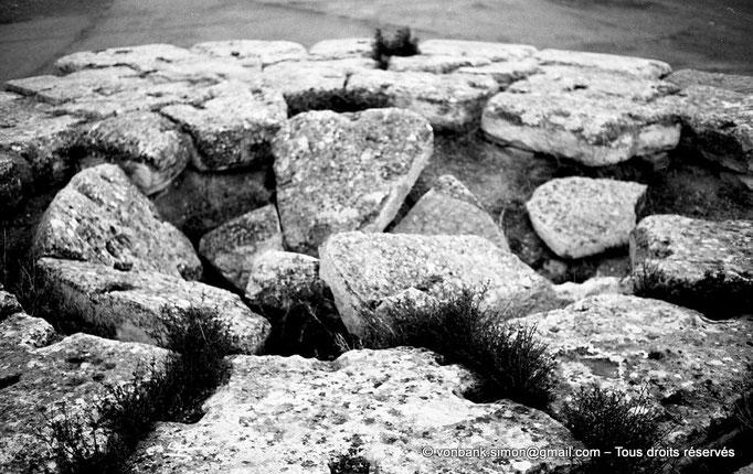 [NB025-1978-63] Le Medracen : Partie effondrée du cône à gradins