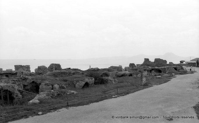 """[NB011-1981-15] Carthage (Carthago) : Thermes d'Antonin - Vue partielle de la partie """"publique"""" et des sous-sols"""