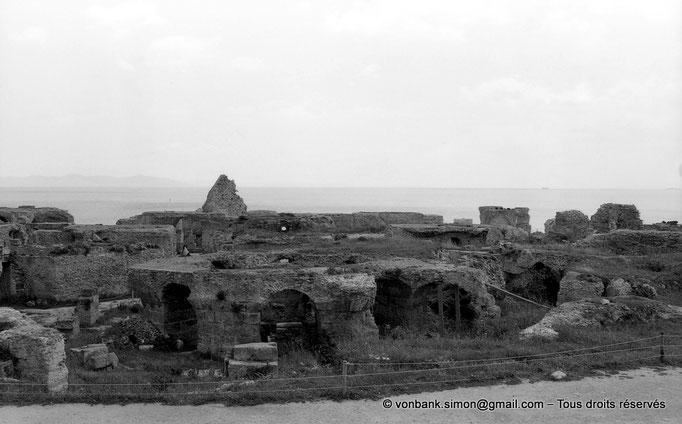 """[NB011-1981-14] Carthage (Carthago) : Thermes d'Antonin - Vue partielle de la partie """"publique"""" et des sous-sols"""