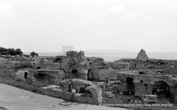 """[NB011-1981-13] Carthage (Carthago) : Thermes d'Antonin - Vue partielle de la partie """"publique"""" et des sous-sols"""