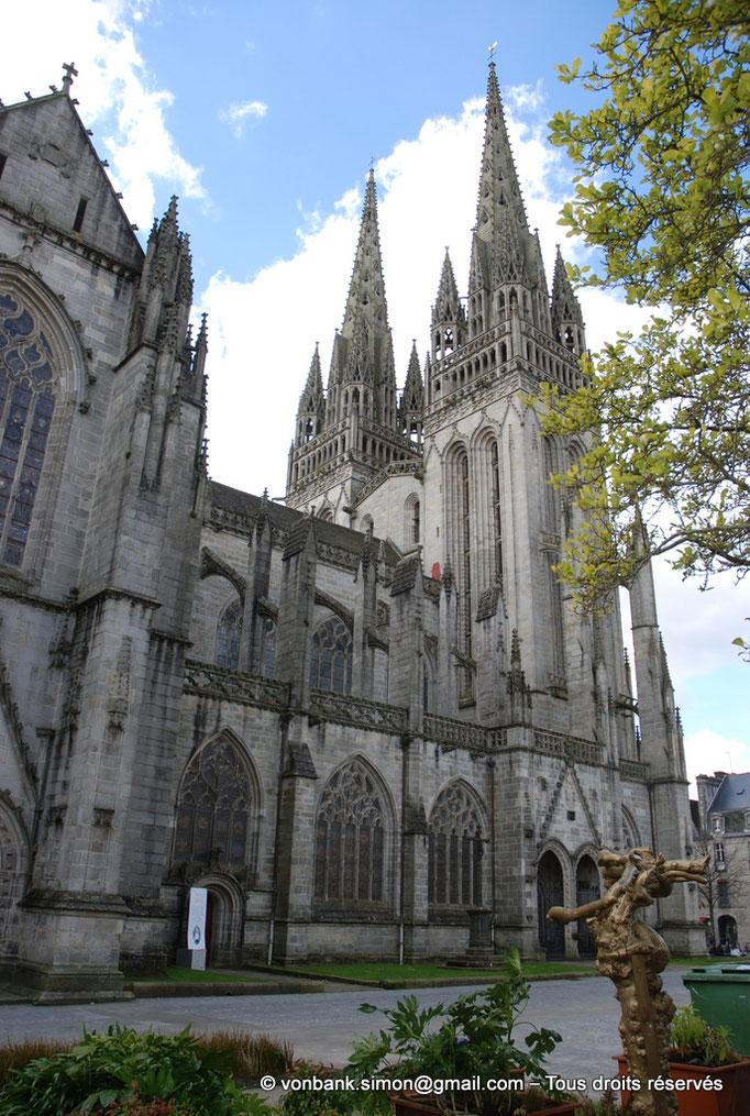 [NU002k-2016-0006] 29 - Quimper - Cathédrale Saint-Corentin : Façade Nord (nef et partie du transept)