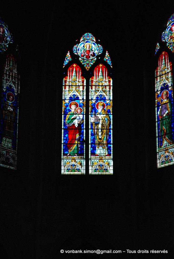 [NU001i-2018-0063] 13 - Arles - Saint-Trophime - Chœur : Vitraux de la Vierge et Saint Trophime, sur la droite Saint Honorat (XIX°)