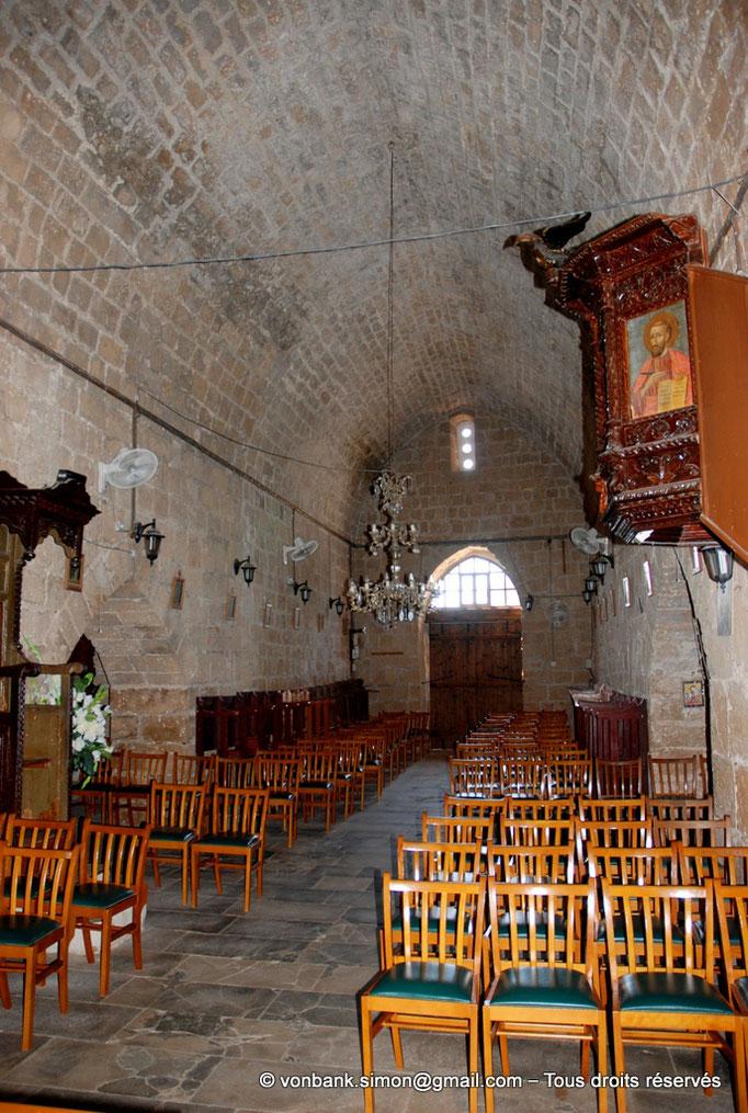 [NU900-2012-093] Paphos (Nea Paphos) : Intérieur de l'Église Agia Kyriaki Chrysopolitissa (en direction de la Porte royale)