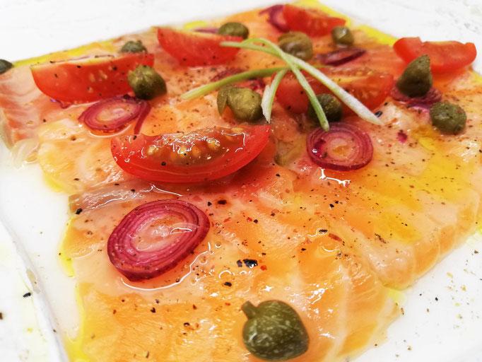 Carpaccio de saumon mariné, Chef à domicile, chef à la maison, chef à domicile Grasse, Cours de cuisine à domicile, cours de cuisine Grasse, Chef Tristan Pontoizeau