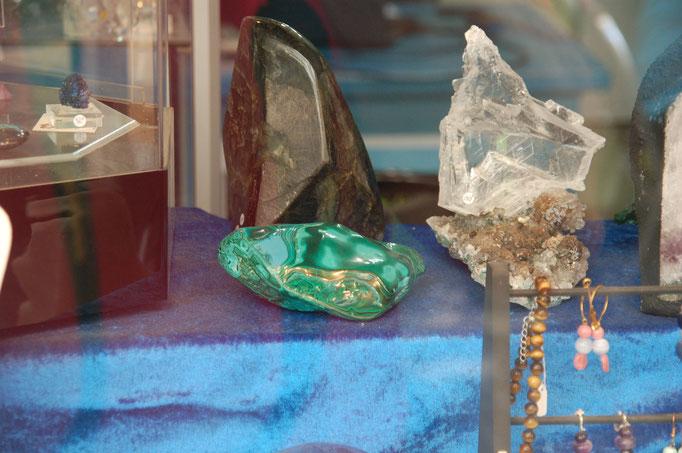 Malachite, Labradorite et Gypse sur Fleur d'Améthyste