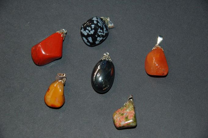 Pendentifs : Jaspe Rouge - Obsidienne flocons de neige - Cornaline - Mookaïte - Hématite - Unakite