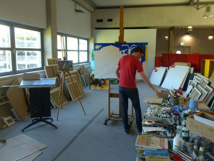 Thomas am Beginn seiner Arbeit an Picassos Mittelmeerlandschaft