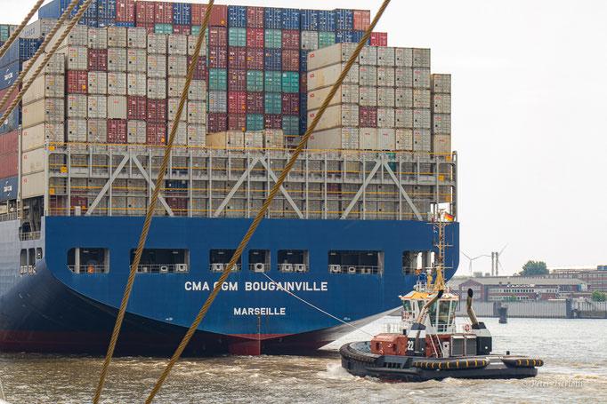 """Auch """"Große"""" brauchen """"Kleine"""", Hafen Hamburg, Deutschland"""