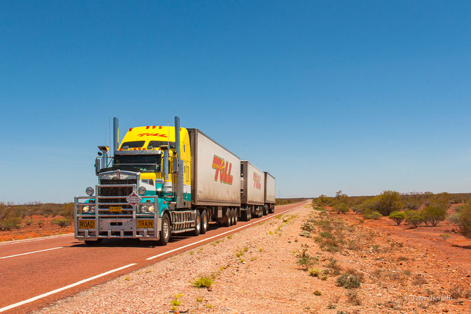 Road Train im Outback, Australien