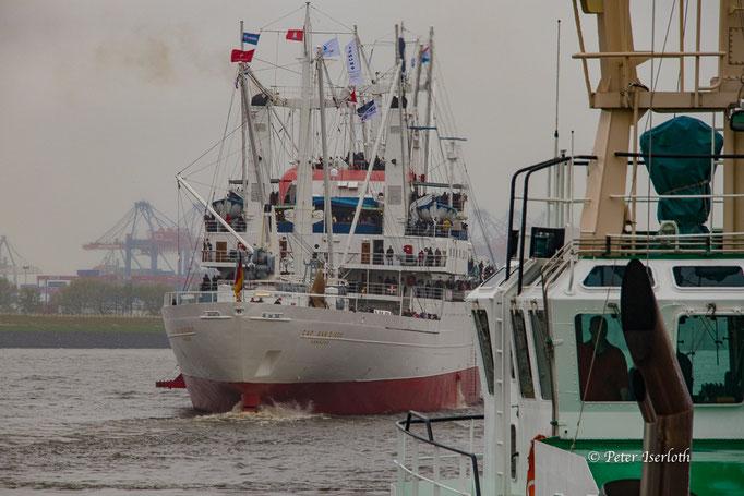 """Museumsschiff """"Cap San Diego"""" in Fahrt, Hafen Hamburg, Deutschland"""