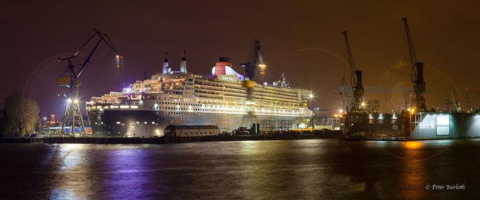 Queen Mary 2 - Dock Elbe 17,  Hamburger Hafen, Deutschland