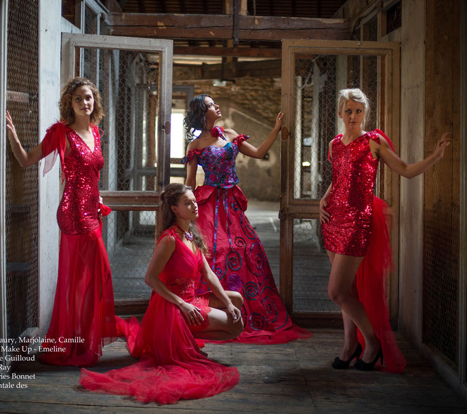 Créations de  robes à paillettes rouges