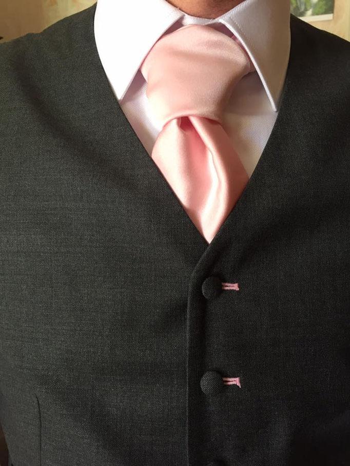 Cravate lavallière rose, accessoire pour votre mariage par Sylvie BERRY