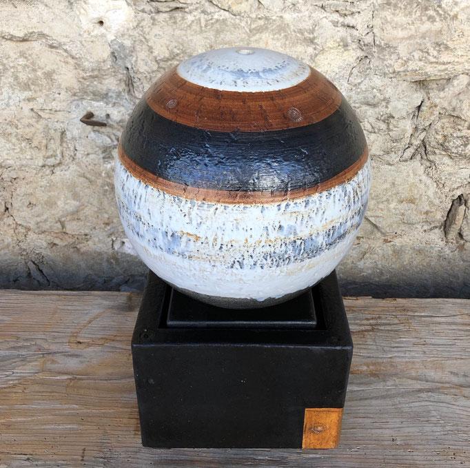 Keramik Brunnen,  Brunnenkugel ø ca. 28 cm Schiefer glasiert, Becken ca. 25 x 25 x 20 cm schwarz natur glasiert