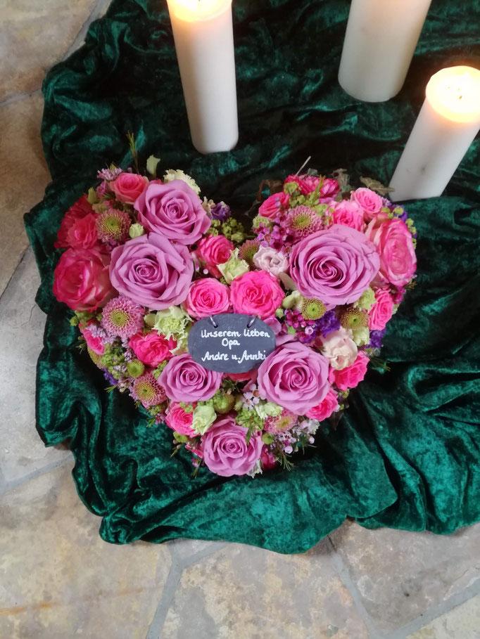 Herz mit Blüten in rosa, pink, rot