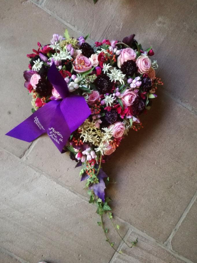 Herz lila Blumen