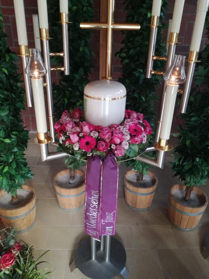 Urnenkranz in lila