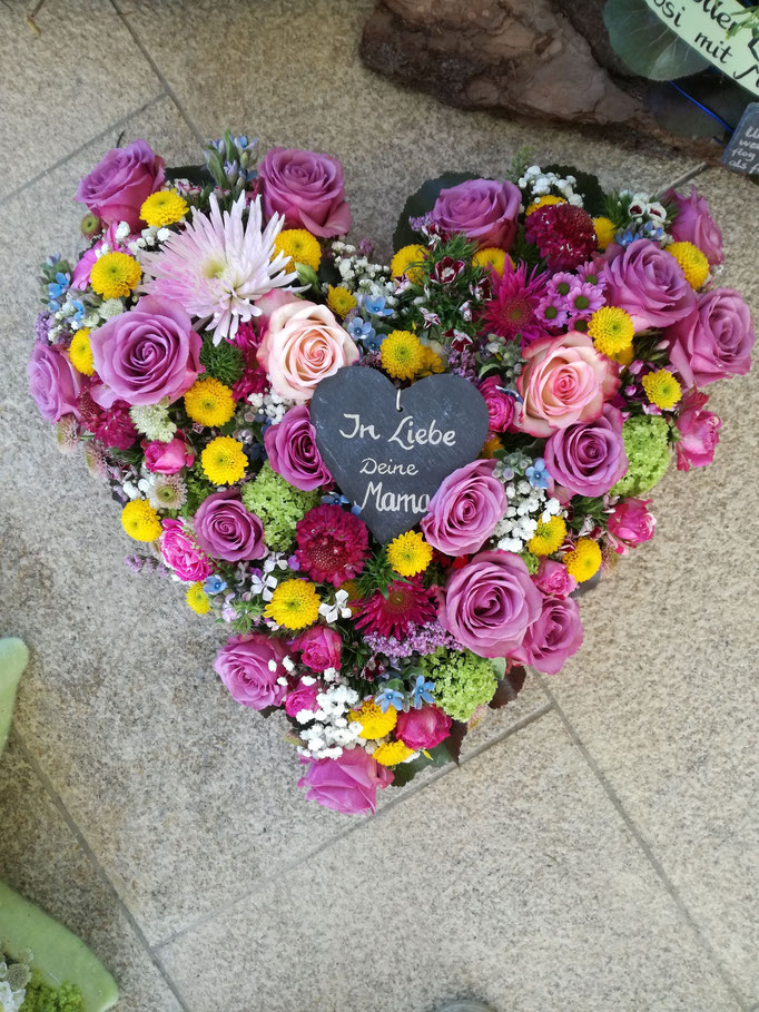 Herz mit verschiedenen Blüten