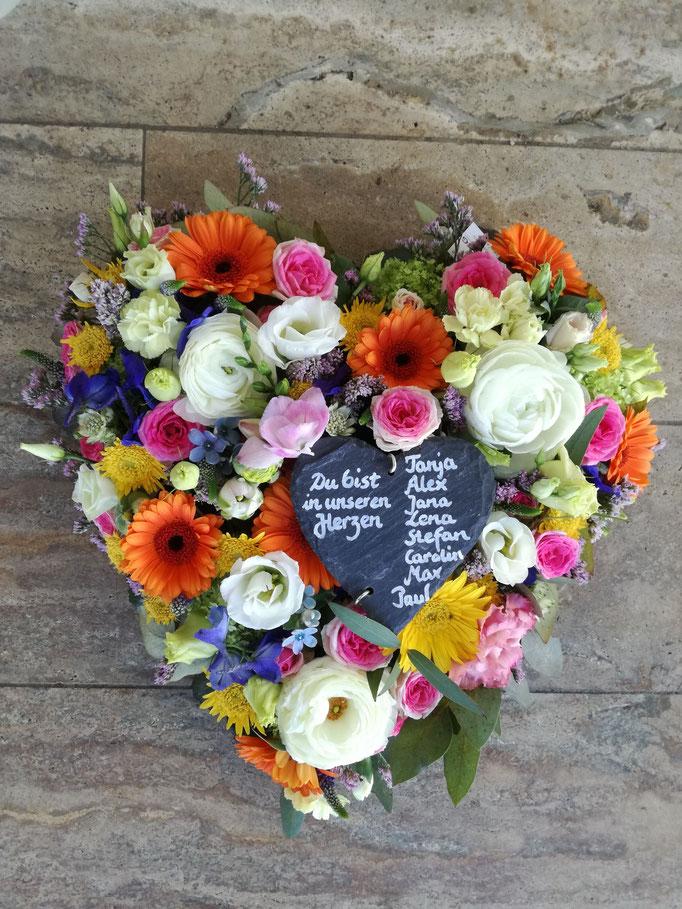 Herz sommerlich bunte Blumen