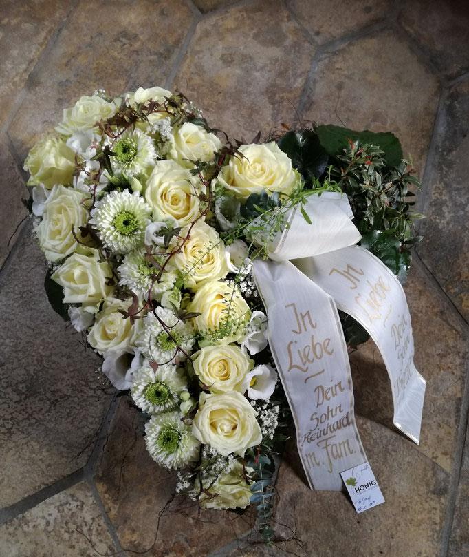 Herz zweigeteilt mit weißen Rosen und Germini
