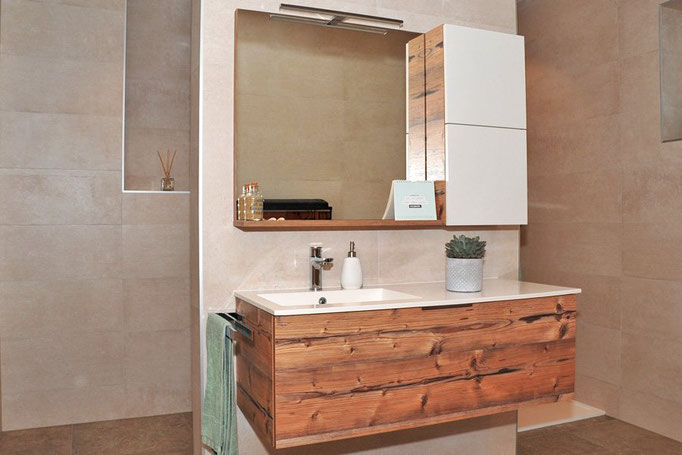 Gästebad Holz Weiß: Badezimmer-Planung Baddesign von Markus Bayer GmbH