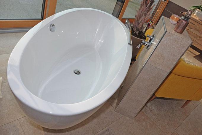 Badewanne freistehend: Badezimmer-Planung Baddesign von Markus Bayer GmbH