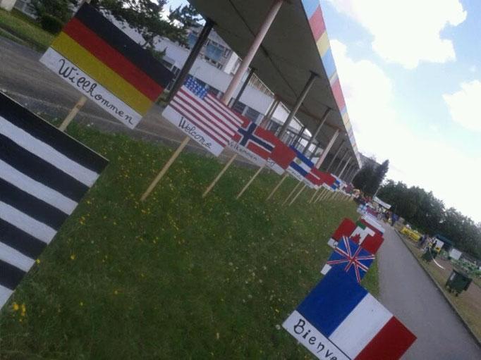Contrôle de Carhaix, avec une réalisation des élèves du lycée, Bienvenue dans toutes les langues