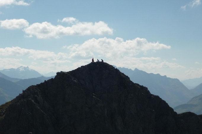 Kurz vorm Ausstieg....ein Trio war schon vorneweg gespurtet um sich eine kleien Pause in der saftigen Bergwiese zu gönnen