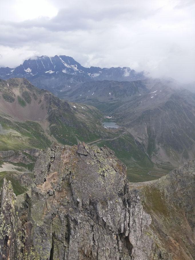 Blick vom Monte Fourchon zum Pass