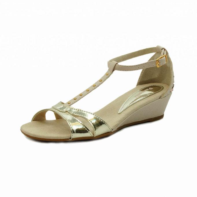 предметная рекламная фотосъемка женской летней обуви в Харькове для интернет-магазинов