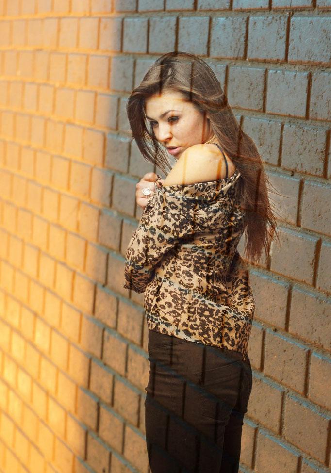 фото в Харькове - портрет девушки на фоне стены