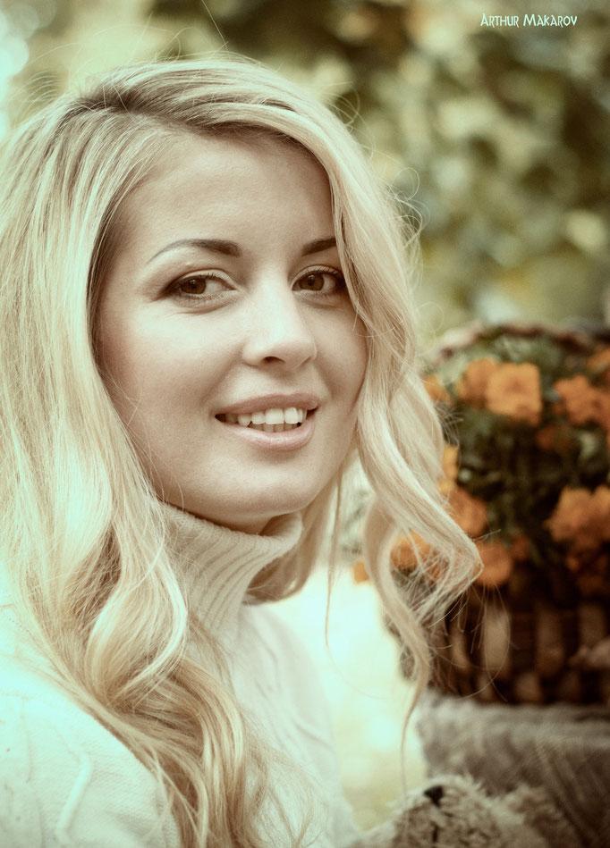 Женский портрет с цветами