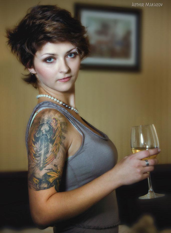 """женский портрет - образ """"распутной"""" женщины с бокалом в руке"""