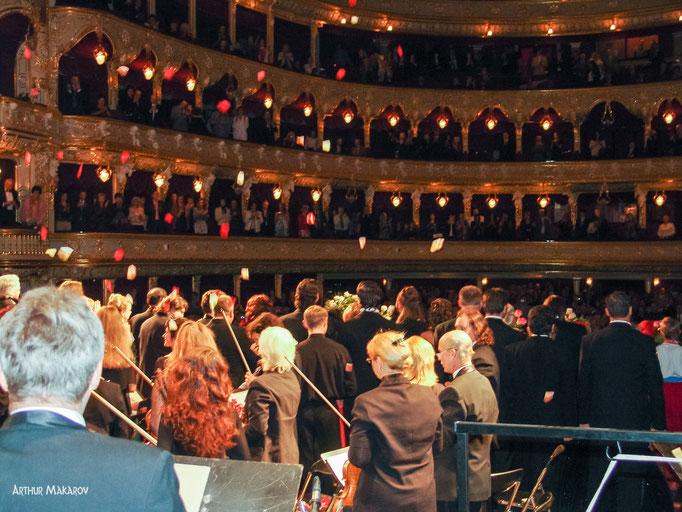 репортаж соткрытия театра оперы и балета в Одессе - праздничный концерт